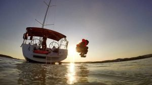 cannonball-into-lake-balaton-worldvia