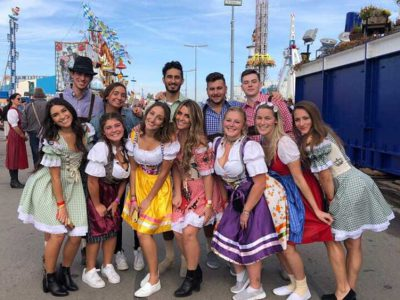 friends-posing-oktoberfest-worldvia