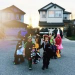 kids-trick-or-treating-halloween